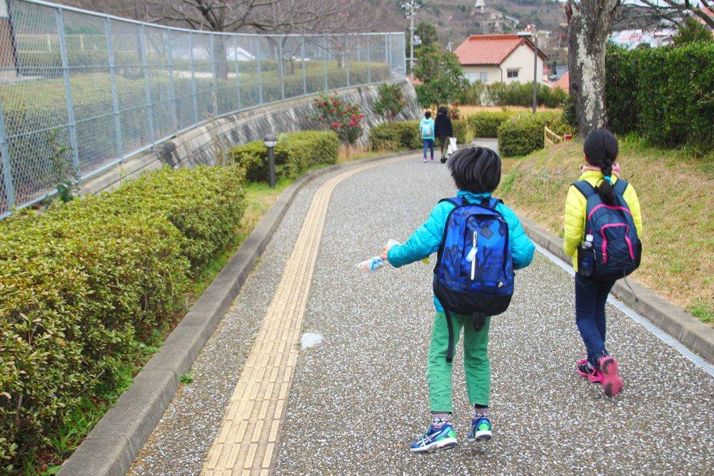波子駅から下っていく