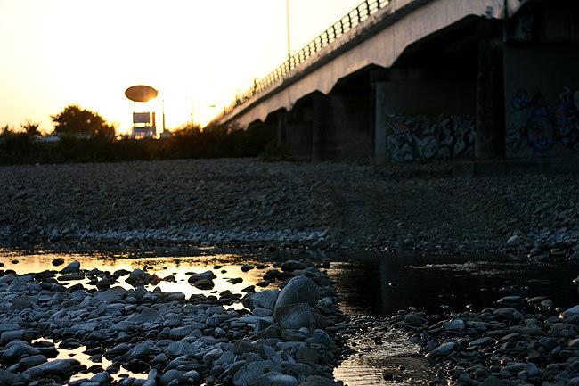 橋と夕暮れ