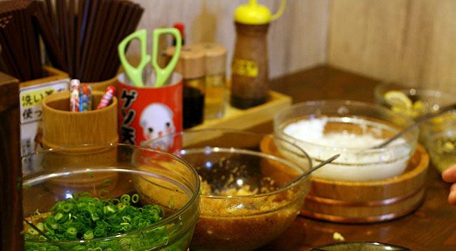 「こだわり麺や 宇多津店」のトッピングコーナー