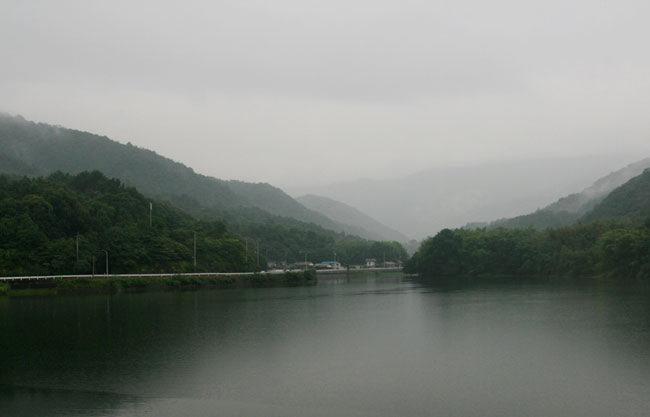 粟井神社の横のため池