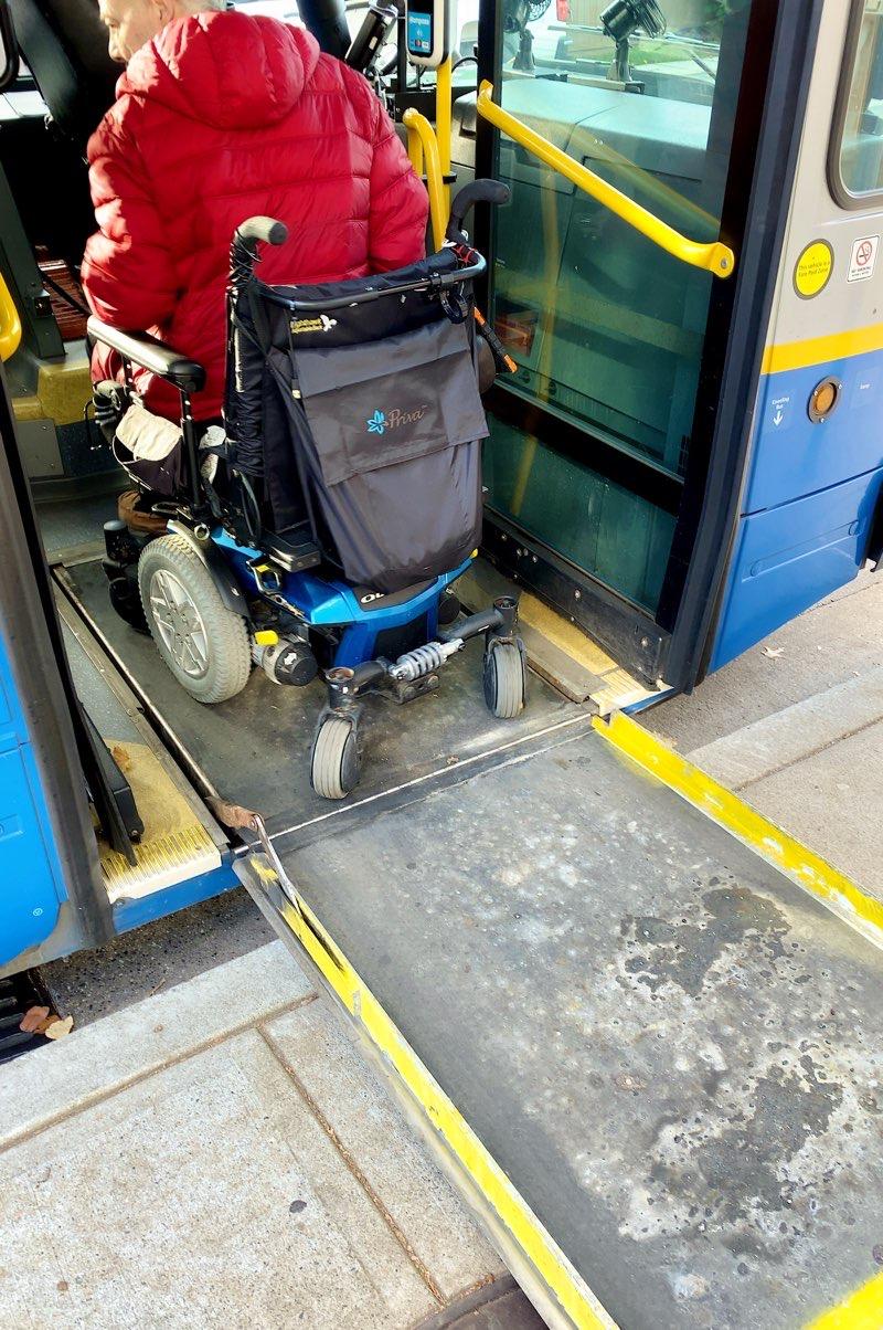 バリアフリーなバスの入り口