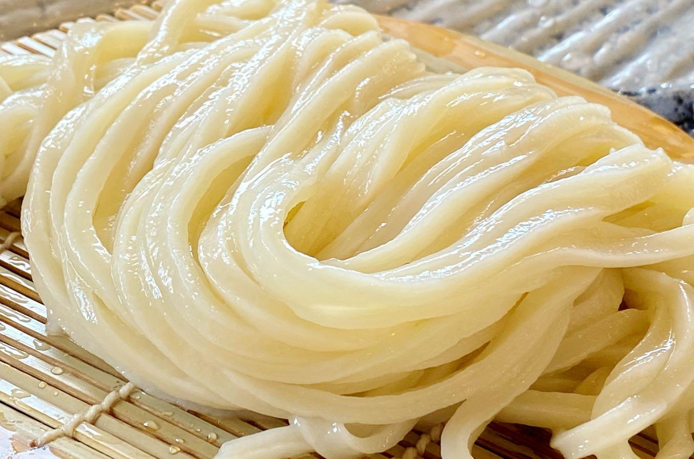 あかみち のうどんの麺