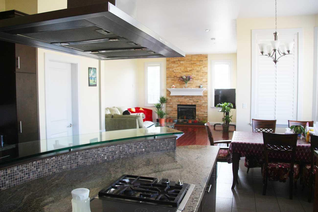 カナダで借りた部屋の共同キッチン