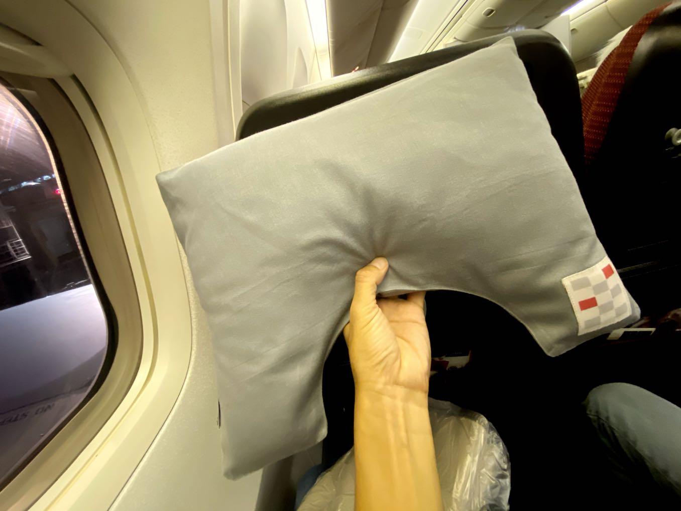JALエコノミークラスの枕