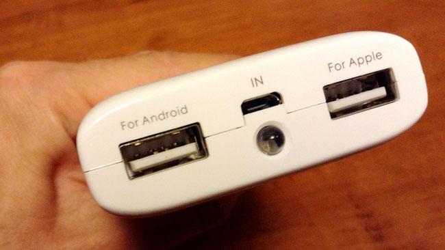 USBを差し込むところは2つある