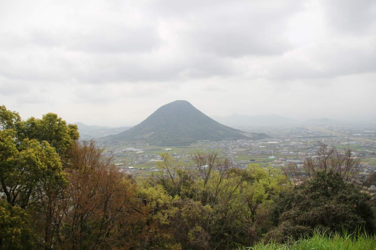 駐車場から讃岐富士こと飯野山もよーく見えます