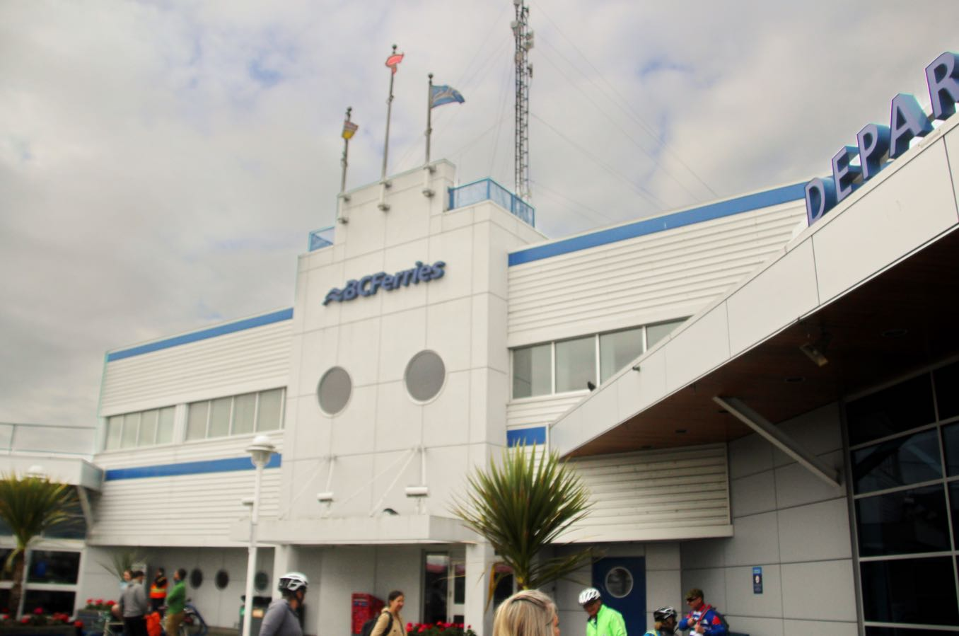 バンクーバー側の港「Tsawwassen Terminal(ツワッセン・ターミナル)」の外観