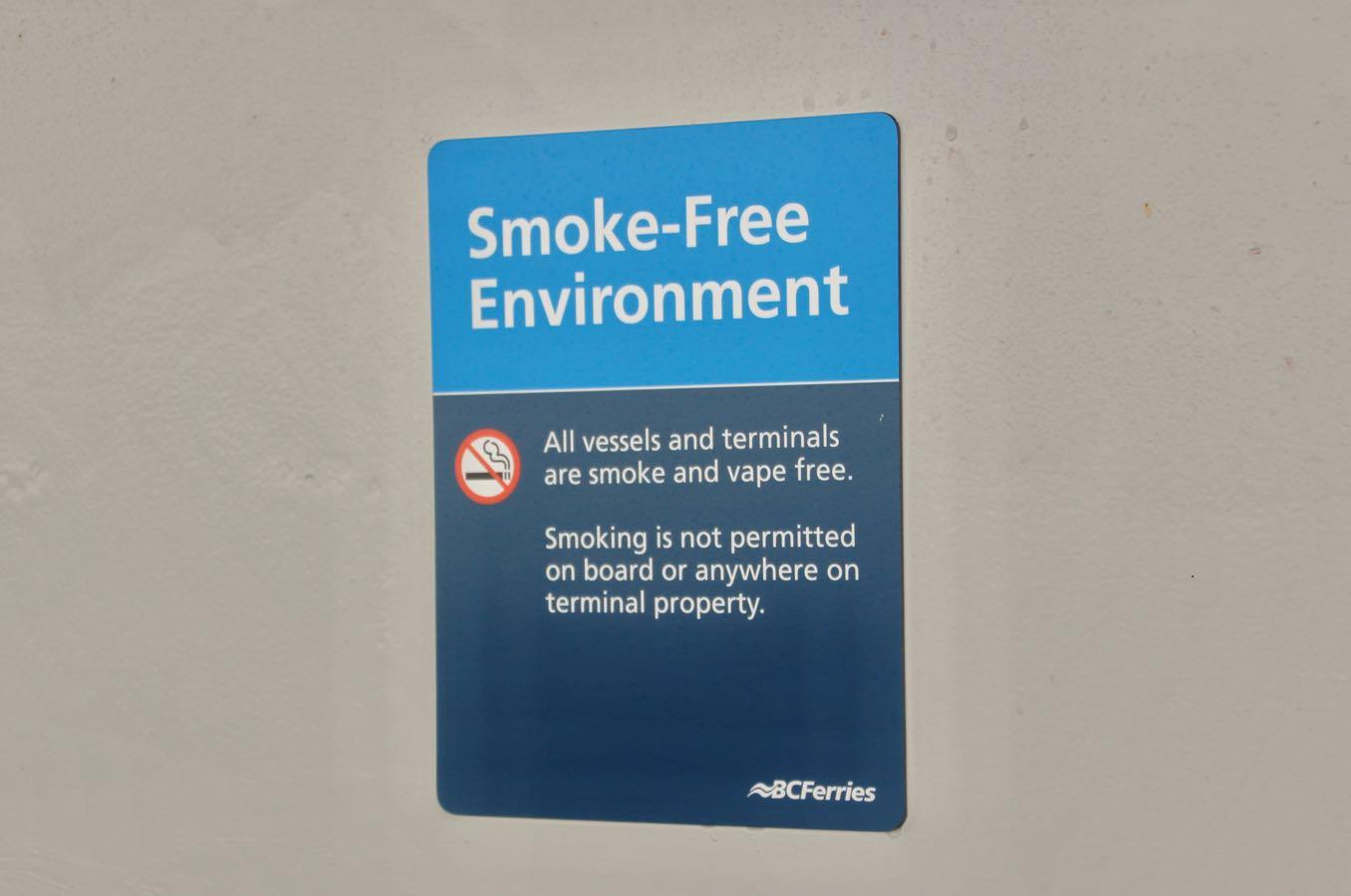 船の中も喫煙所は一切ない