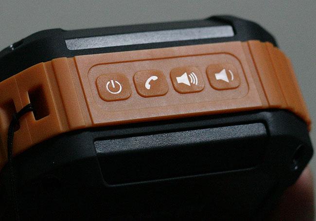 スピーカーにあるボタン