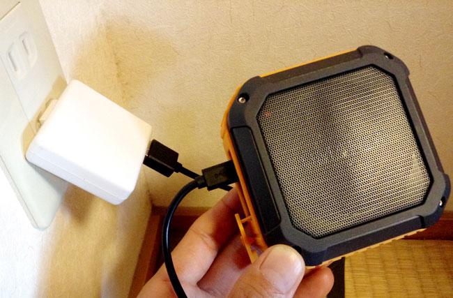 充電はMicro USBで