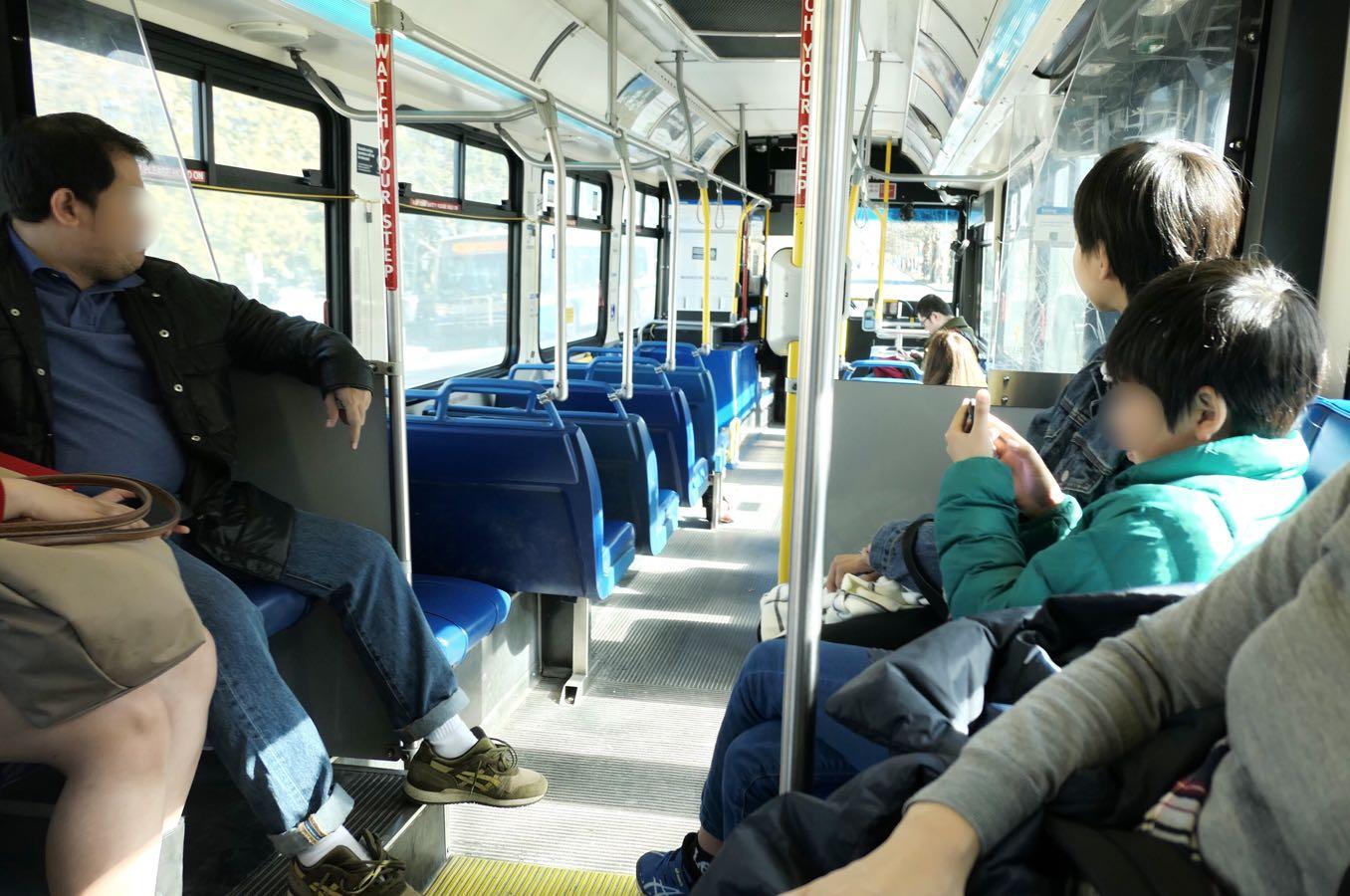 カナダのバスの中