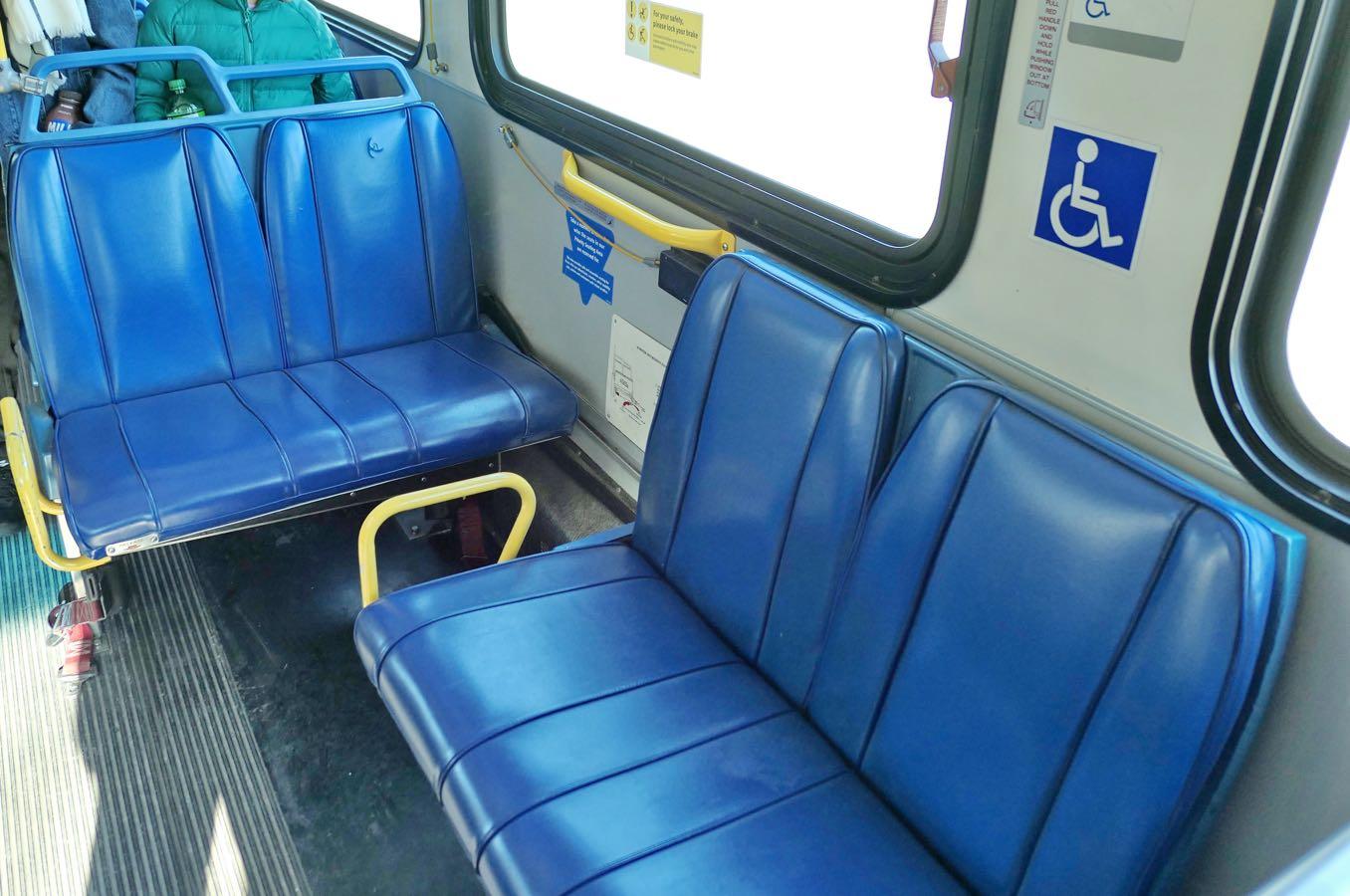 カナダのバスの優先座席