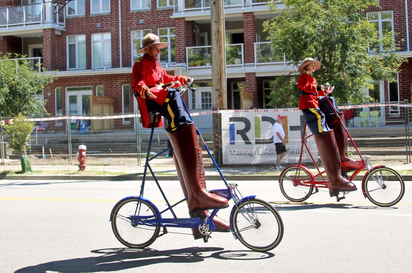 高いサドルの自転車