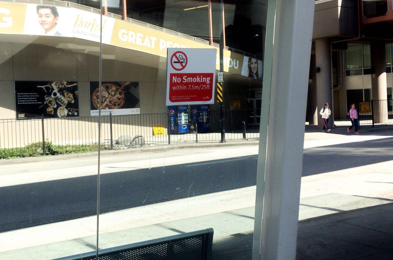 カナダのバス停