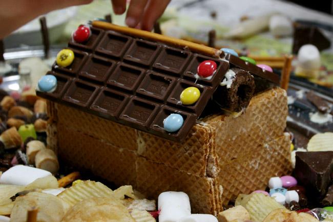 板チョコで屋根を作ろう!