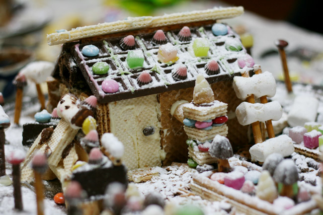 本当はつららも作りたかったお菓子の家