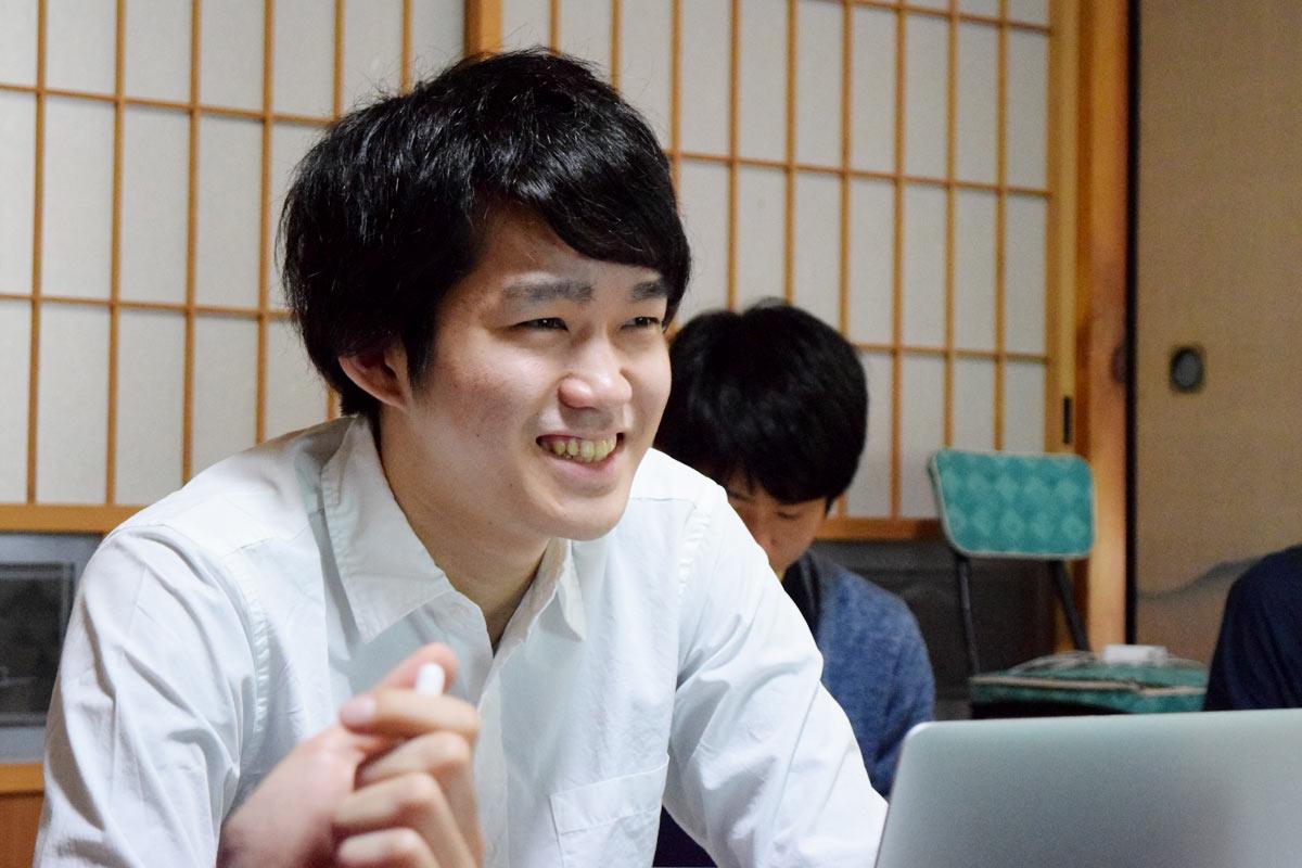 今後はキャンピングカーで生活してブログを書くという八木仁平さん