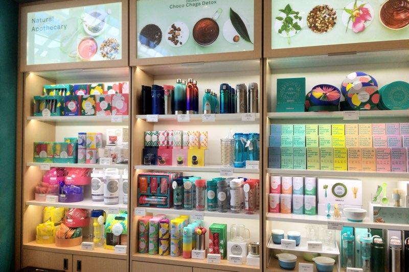 棚に飾られた商品たち