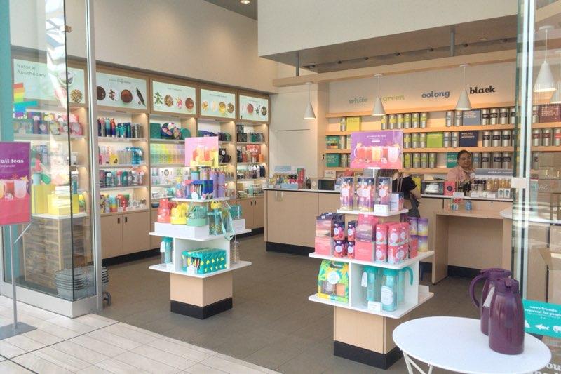 お店は美しい色彩