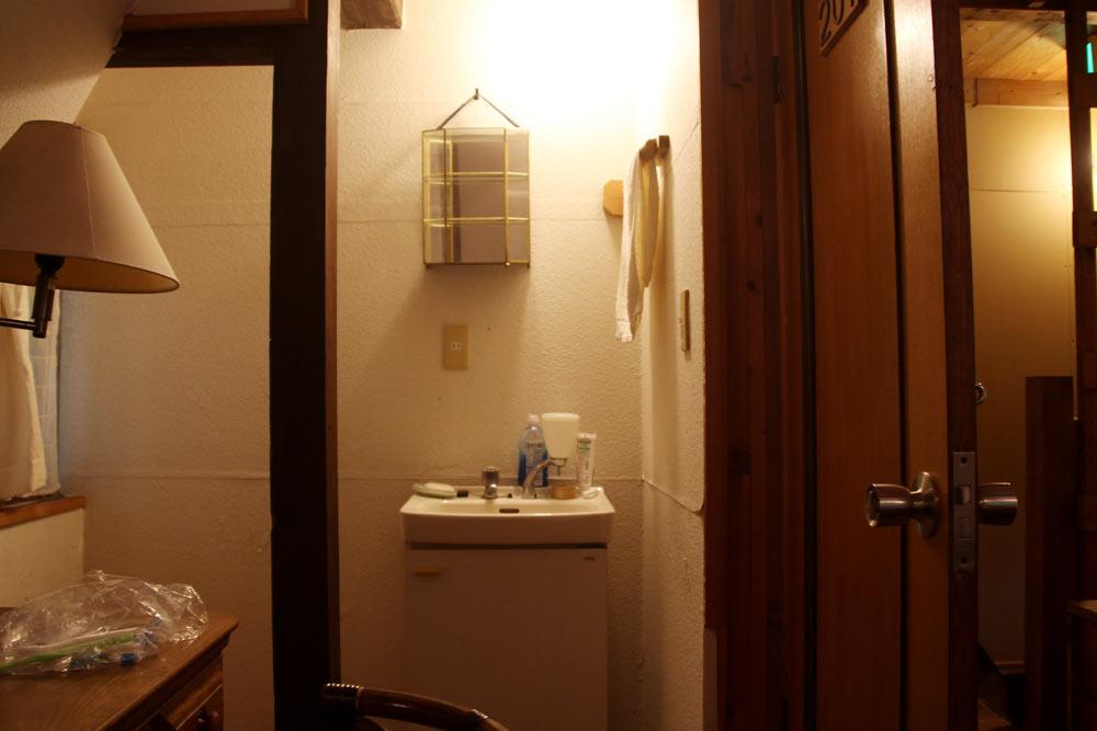 2階の洋室にある洗面所