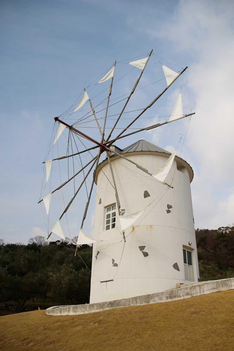 小豆島の真っ白な風車