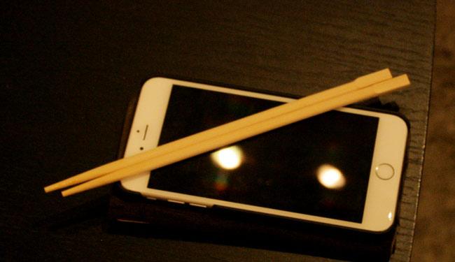 iPhoneを箸置きにする常時系な人