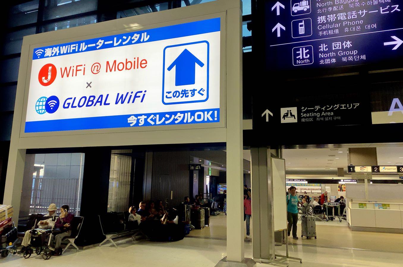 グローバルWi-Fiのカウンターに向かう