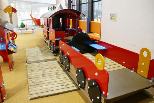 電車型の大型遊具