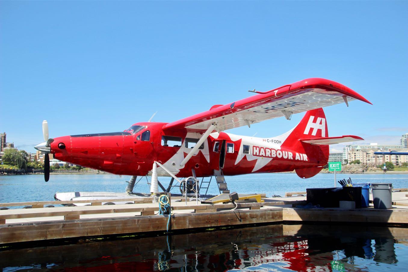 赤い水上飛行機