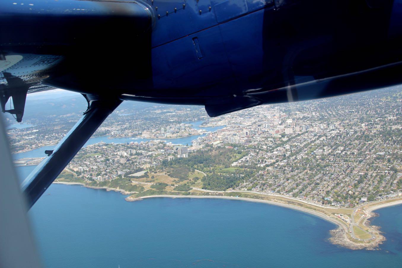 水上飛行機からビクトリアを見下ろす