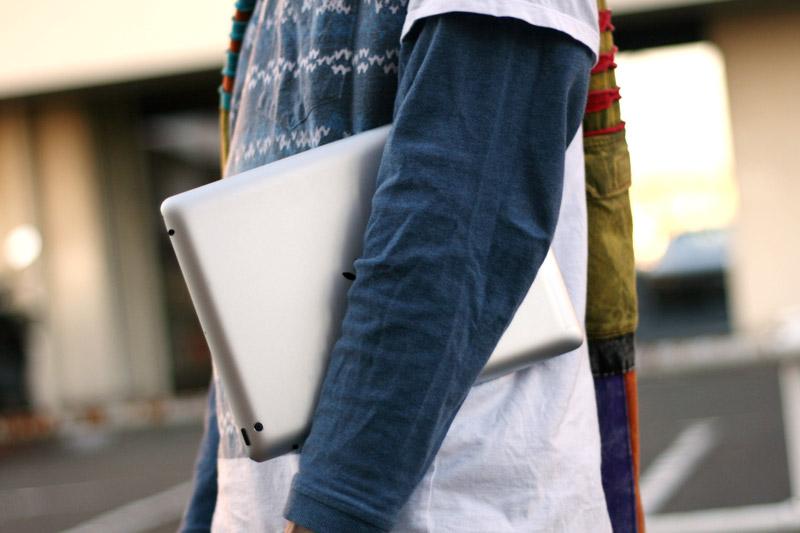 iPadは持ち運びが便利なのでどこでも絵が描けます