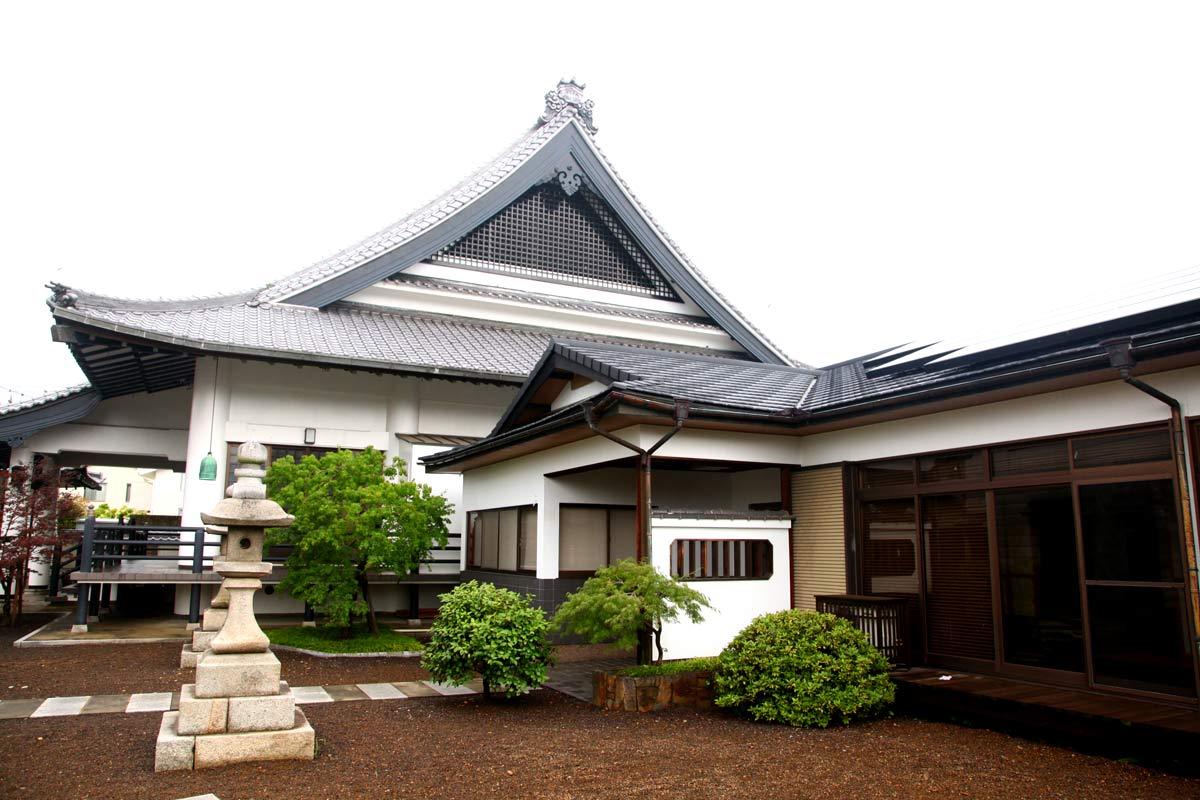善照寺の外観