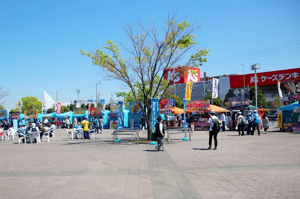 カマタマ広場と呼ばれる1階の広場