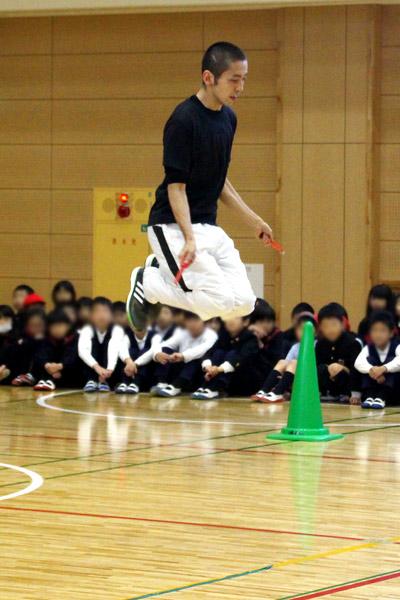 世界で2人しかできないという「六重跳び」を披露!
