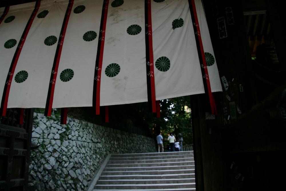 賢木門を抜けます!