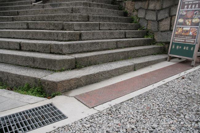 記念すべき1段目の階段です。