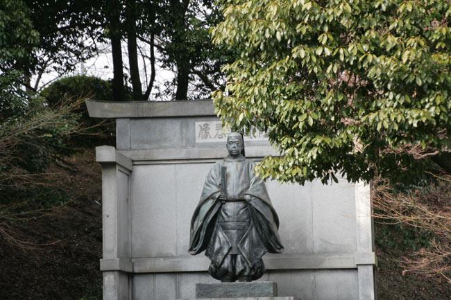 琴陵宥常の銅像