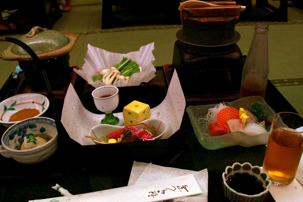 琴参閣には毎年お食事に行っています