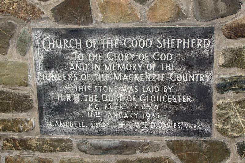 「善き羊飼いの教会」の壁に書かれている文字