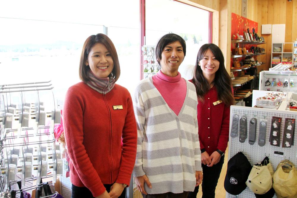 左からミサトさん、ヨス、アユミさん