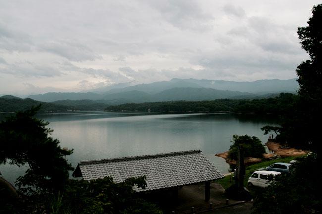 神野神社から満濃池を見ると綺麗