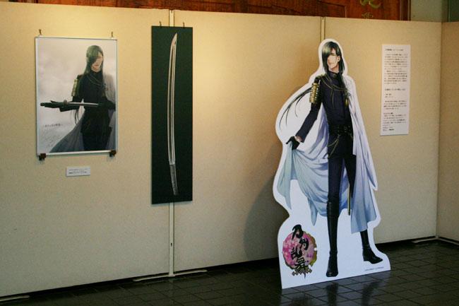 「刀剣乱舞」の「ニッカリ青江」の等身大パネル