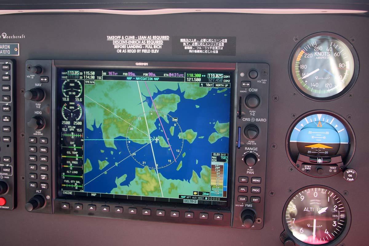 飛行機の中の画面