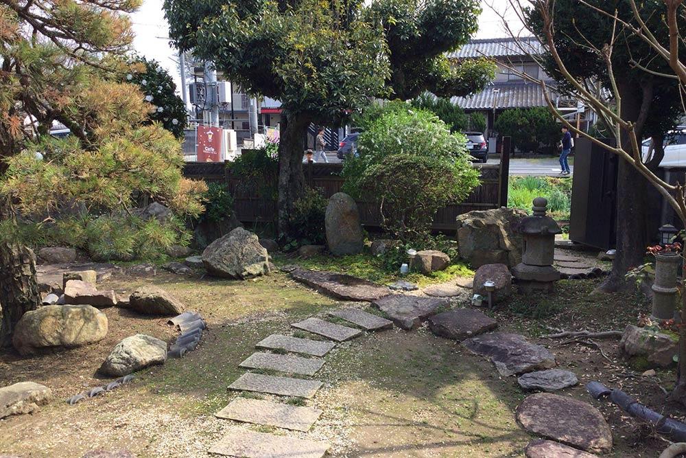 お店側から見た庭の風景