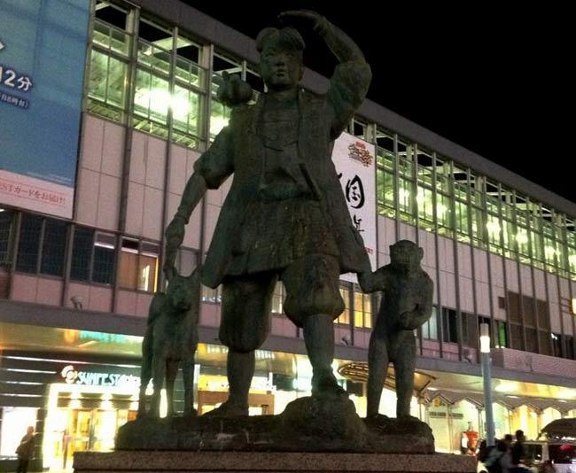 岡山駅の桃太郎さん