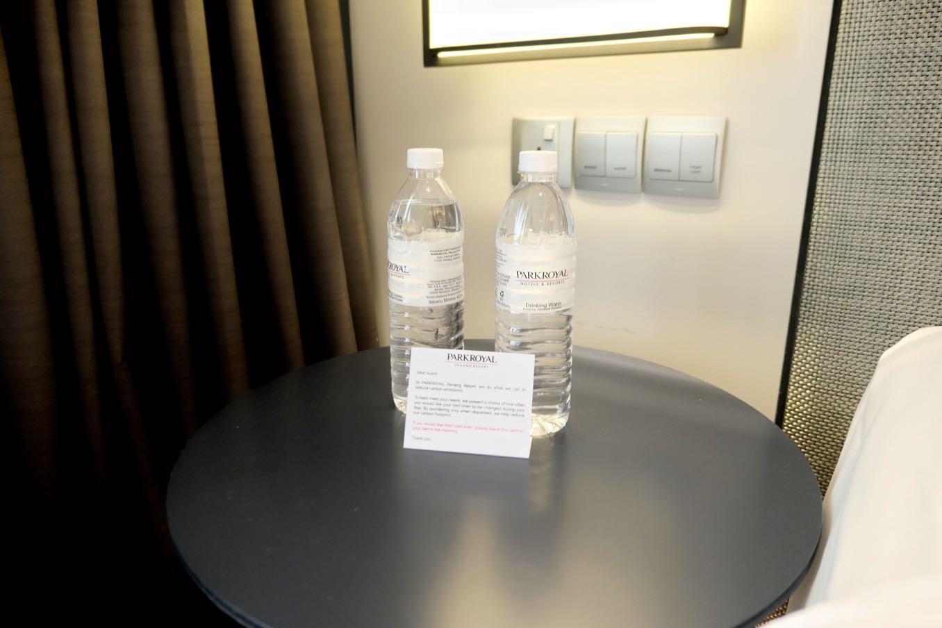 水のペットボトルは無料でくれる