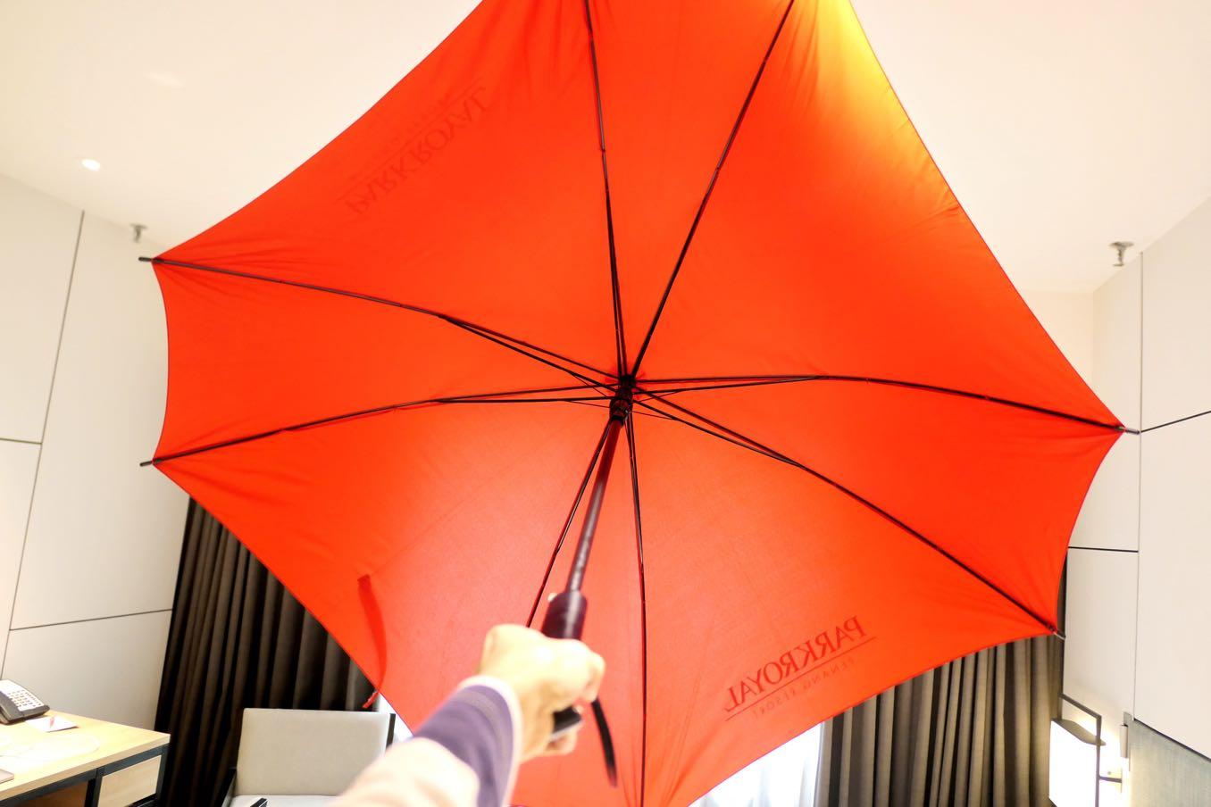 傘を広げた