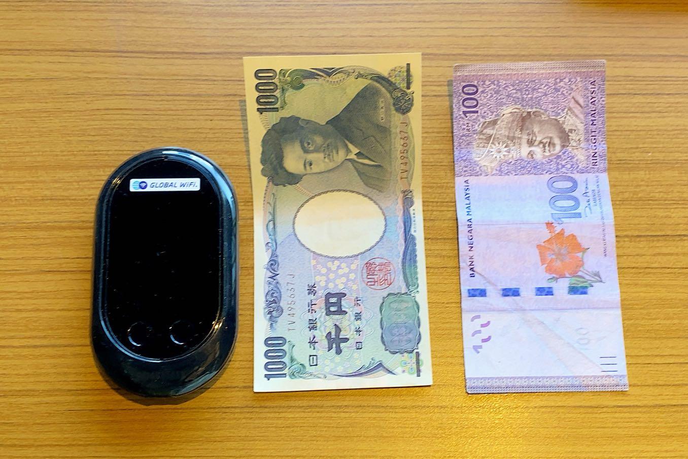 1,000円札・100リンギット札と比較