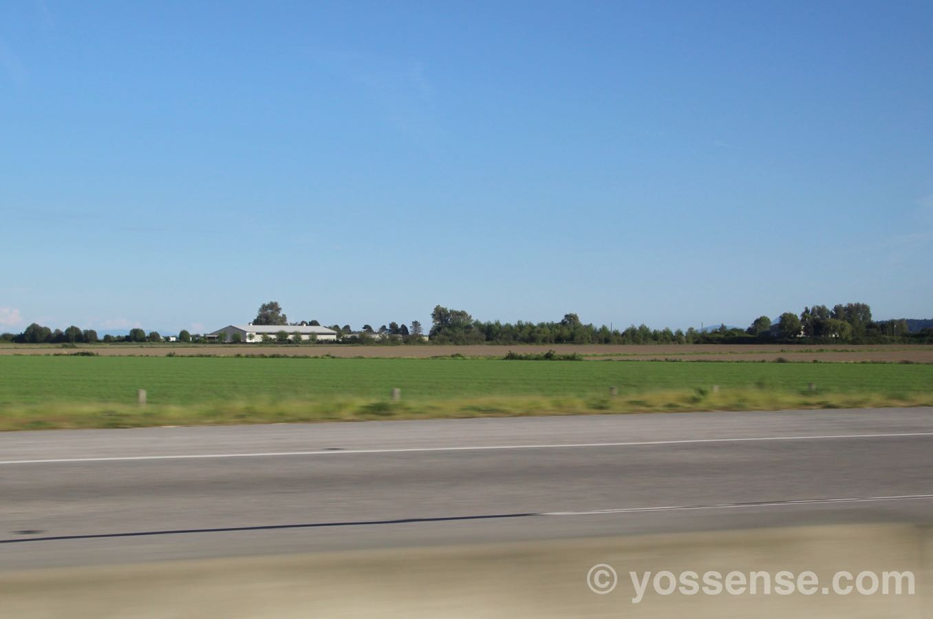 ひたすらこんな田舎道