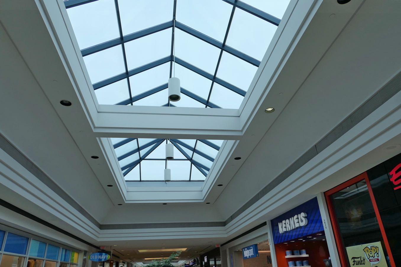 光を取り込む屋根の窓